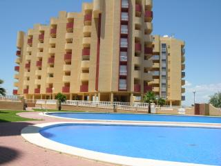 Family 5th floor apartment, sea views, balcony, communal pool, padel