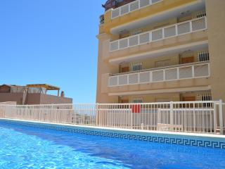 Apartamento bajo, vistas al mar, parking, piscina comunitaria