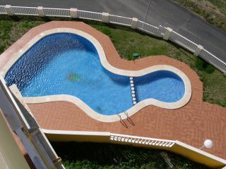 Sea view 3rd floor apartment, balcony, communal pool, free wifi