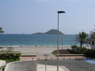 Apartamento familiar 10piso, vistas al mar, piscina comun, junto a la playa.