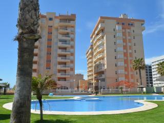 Sea View 4th floor apartment, communal pool, free parking