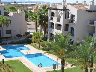 Penthouse apartment, free wifi, roof terrace, communal pool
