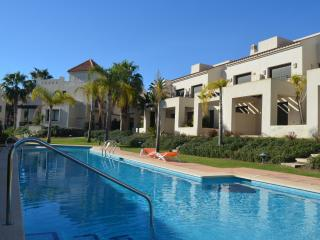 Townhouse with patio, satellite tv, communal pool, golf resort