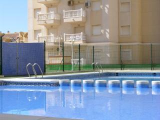 5th floor sea view apartment, free wifi, communal pool, kids pool