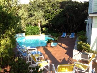 PERFECT MOMENTS~Stunning home/pool/elevator, Emerald Isle