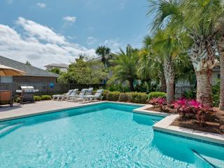 4 Bdrm House with 3 King Beds + bunk beds, Private Pool & Beach!