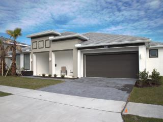 Charming Home minutes away from Disney Parks, Kissimmee