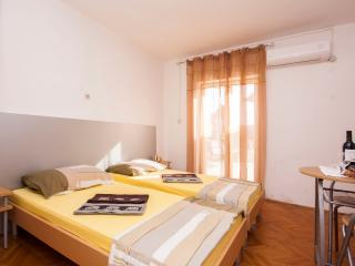 TH01283 Apartments Tanfara / A2 / One Bedroom, Brodarica