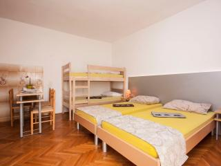 TH01283 Apartments Tanfara / A1 / One Bedroom, Brodarica