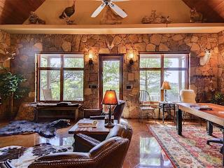 Elegant Mountain Cottage on Large Scenic ATX Lakeway Estate (IDEAL H&W GETAWAY)