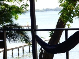 Heliconia EcoHouse jungle-sea stay!, Isla Bastimentos