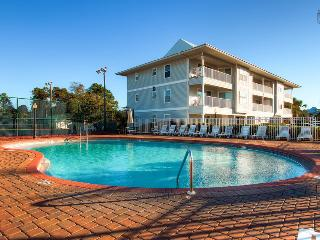 Condo with a peek of gulf views, perfect for families, two community pools and tennis courts - Sea Star, Santa Rosa Beach