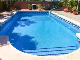 Spacious chalet with swimming pool, Playa Honda