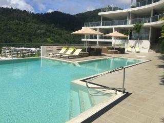 3 Bedroom Luxurious Penthouse Ocean & Island Views