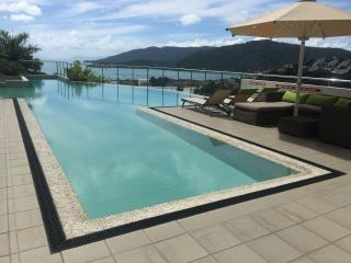 3 Bedroom Luxurious Penthouse Ocean & Island Views, Airlie Beach