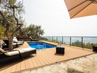 Beautiful Villa on the water front with pool, Marina del Cantone
