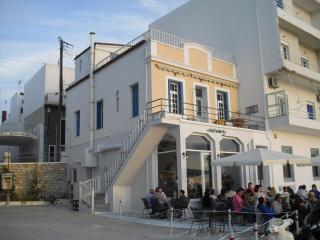 Annas View Port Apartments, Tinos Town