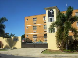Poinciana Apt Right on 413 -3 min from Sandy Beach