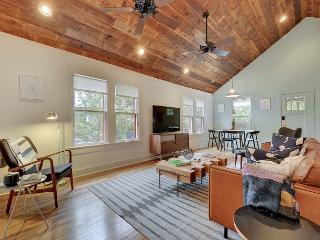 Oak-Shaded Bouldin Creek House w/ Fenced Backyard, Deck & Screened Porch