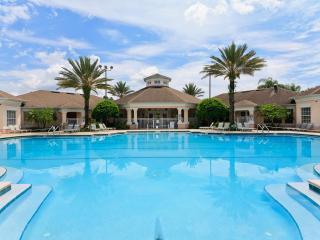 Luxury 6 Bedroom House with Pool 8178