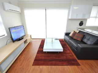 BALMAIN FULLY SELF CONTAINED MODERN 1 BED APARTMENT (2MONT), Sídney