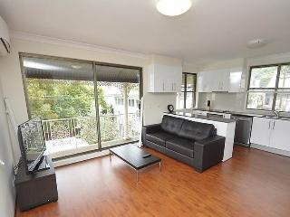 BALMAIN FULLY SELF CONTAINED MODERN 1 BED APARTMENT (3MONT), Sídney