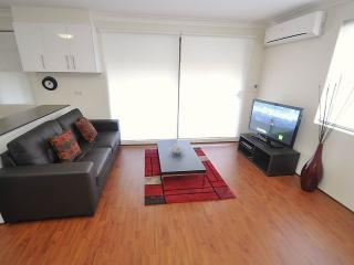 BALMAIN FULLY SELF CONTAINED MODERN 1 BED APARTMENT (4MONT)