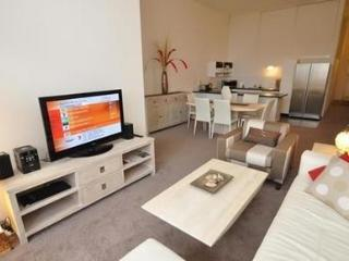 CAMPERDOWN FULLY SELF CONTAINED MODERN 2 BED APARTMENT (517MIS), Sídney