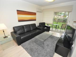 CREMORNE FULLY SELF CONTAINED MODERN 2 BED APARTMENT (4RAN), Sídney