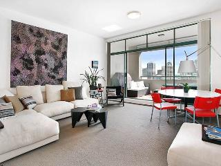 DARLINGHURST FULLY SELF CONTAINED MODERN 1 BED APARTMENT (713RIL), Sydney