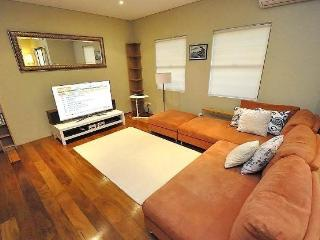 GLEBE FULLY SELF CONTAINED MODERN 1 BED APARTMENT (47ROS)