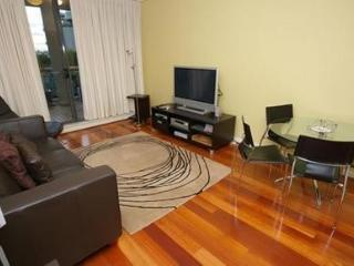 HOMEBUSH BAY FULLY SELF CONTAINED MODERN 2 BED APARTMENT (3BEN), Sídney
