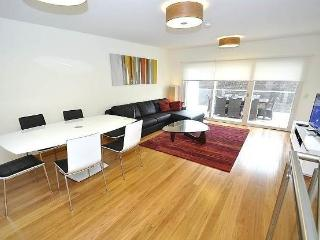 LEICHHARDT FULLY SELF CONTAINED MODERN 2 BED APARTMENT (5NOR), Sídney