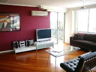 PARRAMATTA FULLY SELF CONTAINED MODERN 2 BED APARTMENT (64SOR), Sídney