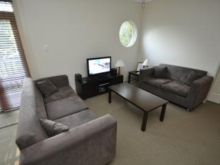 RANDWICK FULLY SELF CONTAINED MODERN 2 BED APARTMENT (130HG), Sídney
