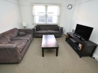 RANDWICK FULLY SELF CONTAINED MODERN 2 BED APARTMENT (134HG), Sídney