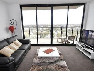 REDFERN FULLY SELF CONTAINED MODERN 1 BED APARTMENT (17.02RED), Sídney