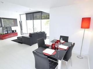 DARLINGHURST FULLY SELF CONTAINED MODERN 1 BED APARTMENT (11GOUL), Sídney