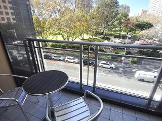 SYDNEY CBD FULLY SELF CONTAINED MODERN 2 BED APARTMENT (302ELZ)