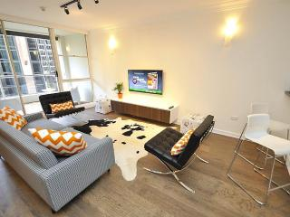 SYDNEY CBD FULLY SELF CONTAINED MODERN 3 BED APARTMENT (41YRK), Sídney