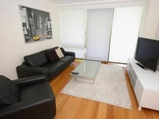 SYDNEY CBD FULLY SELF CONTAINED MODERN 2 BED APARTMENT (16MKT), Sídney