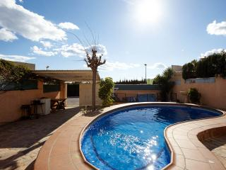 Kristal Villa, Wi-Fi, private pool, BBQ.SLEEPS 10.UK TV ALL CHANNELS INC SPORTS