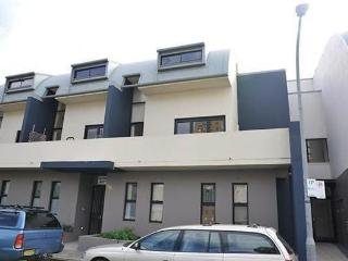CAMPERDOWN FULLY SELF CONTAINED MODERN 1 BED APARTMENT (7DUN)