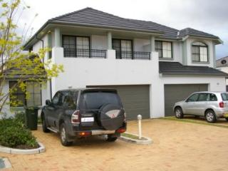 CASTLE HILL FULLY SELF CONTAINED MODERN 4 BED HOUSE (128HAR), Kellyville