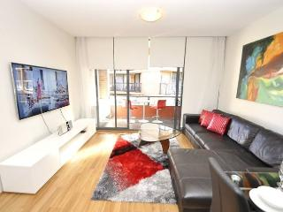 DARLINGHURST FULLY SELF CONTAINED MODERN 1 BED APARTMENT (17OXF), Sídney