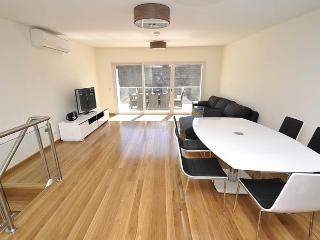 LEICHHARDT FULLY SELF CONTAINED MODERN 2 BED APARTMENT (1NOR), Sídney