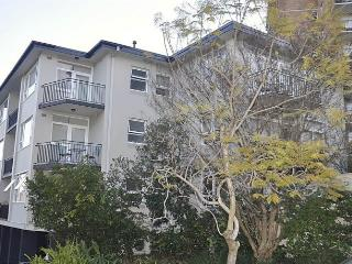 NEUTRAL BAY FULLY SELF CONTAINED MODERN 1 BED APARTMENT (9BENT), Sydney