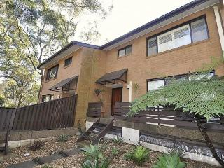 NORTH RYDE FULLY SELF CONTAINED MODERN 3 BED APARTMENT (2FONT), Sydney