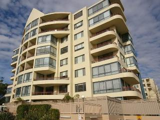 NORTH RYDE FULLY SELF CONTAINED MODERN 2 BED APARTMENT (48FONT), Sídney