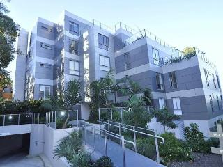 NORTH SYDNEY FULLY SELF CONTAINED MODERN 2 BED APARTMENT (16WAL), Sydney